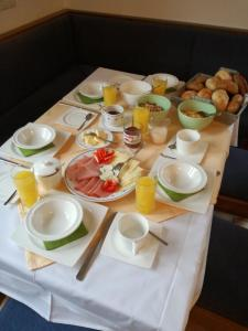 Breakfast options available to guests at Apartments An der Sonne