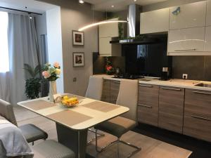 Кухня или мини-кухня в Status Apartment in Aleksandrov