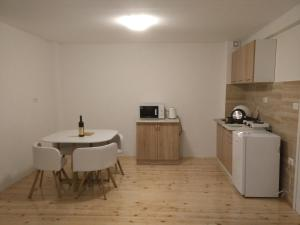 A kitchen or kitchenette at Apartment Durmitor