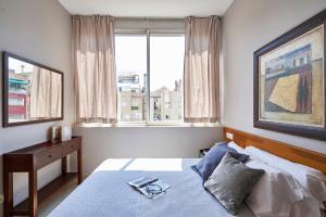 Ein Bett oder Betten in einem Zimmer der Unterkunft AinB Diagonal Francesc Macià Apartments