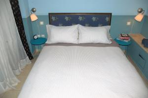 """A bed or beds in a room at """"Blue apartment"""" close to Port & Center"""