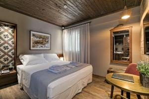 A bed or beds in a room at Estia Boutique Apartments