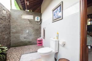 Bilik mandi di Gardenia Gardens/ubud/best Breakfast In Bali!