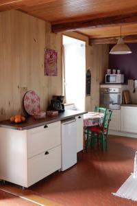 Cuisine ou kitchenette dans l'établissement Maison du Coué Pyrénées Mourtis