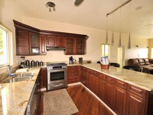 A kitchen or kitchenette at Sea Shore Allure