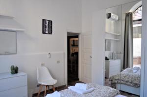 Een badkamer bij Exclusive Zanobi Apartment