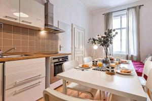 Küche/Küchenzeile in der Unterkunft Apartments At I.P.Pavlova