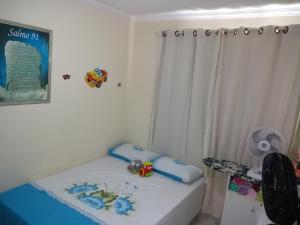A bed or beds in a room at Apartamento condomínio Jaçanã