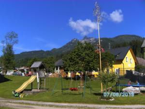 Ein Kinderspielbereich in der Unterkunft Andrebauernhof