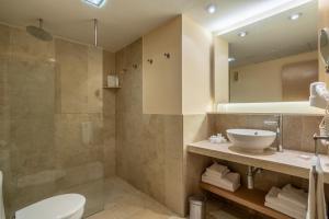 Een badkamer bij Zafiro Tropic