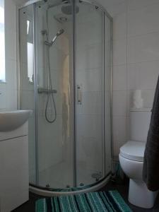 A bathroom at Tiny House Cardiff