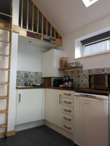 A kitchen or kitchenette at Tiny House Cardiff