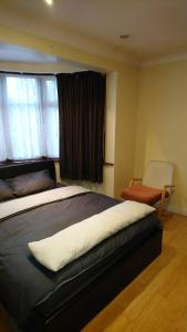 A bed or beds in a room at Christchurch Apartment