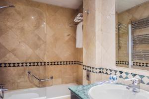 Ein Badezimmer in der Unterkunft Apartamentos Leganitos
