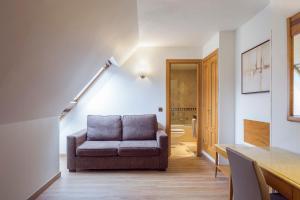 Ein Sitzbereich in der Unterkunft Apartamentos Leganitos
