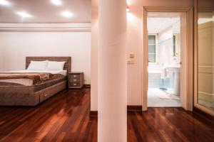 A bed or beds in a room at Villa Villa Dedinje