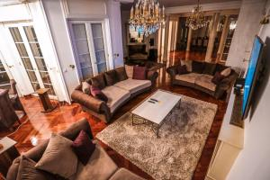 A seating area at Villa Villa Dedinje