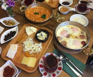 Breakfast options available to guests at Akin House