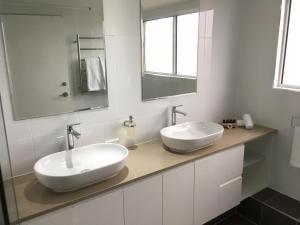 A bathroom at Xanadu Resort