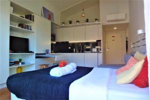 A kitchen or kitchenette at Porto Sunny Terrace Almada