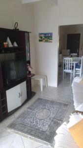 A television and/or entertainment center at Casa para aluguel de verão