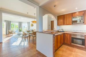 A kitchen or kitchenette at The Residences La Sella
