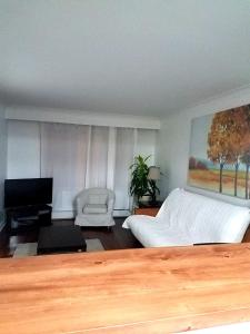 A television and/or entertainment center at Cozy 3BRD APT next to Airport & 20min to Downtown