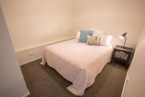 Llit o llits en una habitació de McArthur's Boutique Accommodation