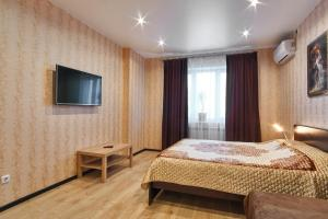 A bed or beds in a room at Apartments SibKvart at Krylova. Centre
