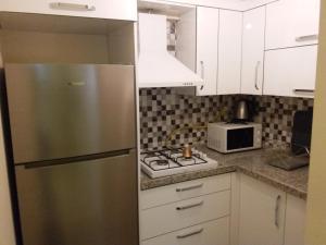 مطبخ أو مطبخ صغير في شقق عطاء العائلية