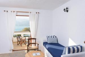 A seating area at Elounda Island Villas