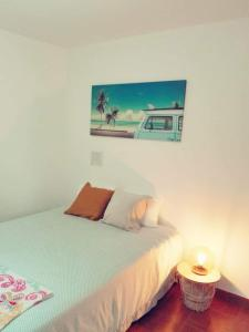 A bed or beds in a room at Dodô Surf House