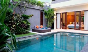 The swimming pool at or close to Villa Sally
