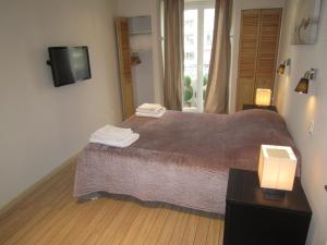 A bed or beds in a room at Appartements Medicis