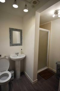 A bathroom at Heart of the East End