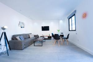 A seating area at MyFlats - DS Villavieja