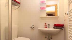 Salle de bains dans l'établissement Lärchenwald Appartements