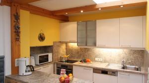 Cuisine ou kitchenette dans l'établissement Lärchenwald Appartements