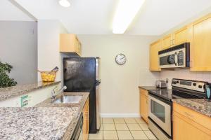 A cozinha ou kitchenette de Dharma Home Suites JC at Exchange Place