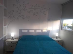 Una cama o camas en una habitación de COZY II DEPARTAMENTO EN PLENO CENTRO DE MENDOZA