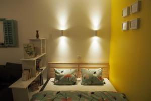 A bed or beds in a room at Studio Apartman Baronessa Adriana