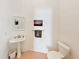 A bathroom at Orange River Oasis Home Home
