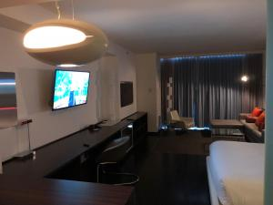 A television and/or entertainment center at Palms Place Studio, 37th floor view & 300Mb Net!