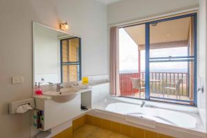 A bathroom at Bimbadeen Estate
