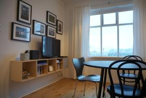 Sjónvarps- og/eða afþreyingartæki á Nest Apartments