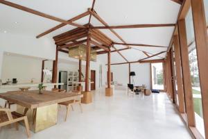 Restaurant ou autre lieu de restauration dans l'établissement The Apartments Ubud
