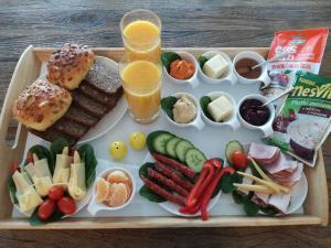 Svečiams siūlomi pusryčių variantai apgyvendinimo įstaigoje Taras Na Fali Apartments