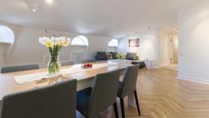 Majoituspaikan Great apartament in a heart of Tallinn keittiö tai keittotila