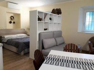 A bed or beds in a room at Quiet and charming apartment in the centre