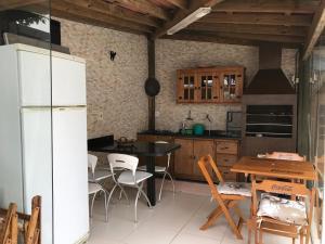 Una cocina o zona de cocina en Florianopolis casa Campeche